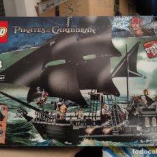 Juegos construcción - Lego: LEGO 4184 CAJA PIRATAS DEL CARIBE LA PERLA NEGRA NUEVO SIN USO. Lote 289836658