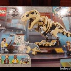 Juegos construcción - Lego: EXPOSICIÓN DEL DINOSAURIO T. REX FOSILIZADO 76940 -LEGO JURASSIC WORLD- NUEVO, PRECINTADO. Lote 290004053