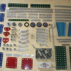 Juegos construcción - Meccano: MECCANO AMI LAC - ARTICOLI METALLICI INGEGNOSI - 82 PIEZAS + CAJA CON TUERCAS Y TORNILLOS - VER FOTO. Lote 35602134