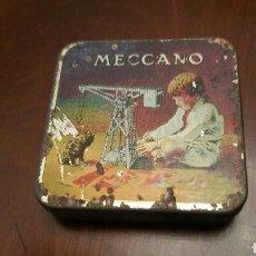 Juegos construcción - Meccano: MECCANO. CAJA DE TUERCAS, TORNILLOS Y REPUESTOS. LATA - HOJALATA LITOGRAFIADA.. Lote 62200286