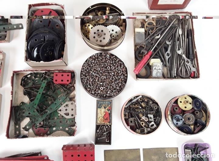 Juegos construcción - Meccano: CAJA CON PIEZAS DE MECCANO CON GRAN CANTIDAD DE PIEZAS. METAL. FRANCIA. CIRCA 1920. - Foto 12 - 91134355