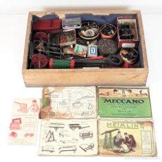 Juegos construcción - Meccano: CAJA CON PIEZAS DE MECCANO CON GRAN CANTIDAD DE PIEZAS. METAL. FRANCIA. CIRCA 1920.. Lote 91134355