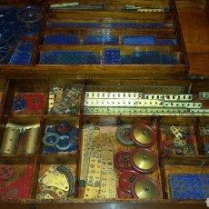 Spielzeug zum Bauen - Meccano - Lote de meccano original ingles años 30 en caja de madera peso total 7 Kg - 110710495