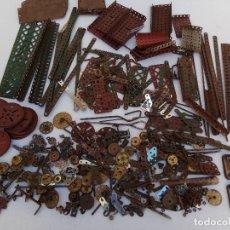 Juegos construcción - Meccano: LOTE ANTIGUAS PIEZAS DE MECCANO. Lote 227665565