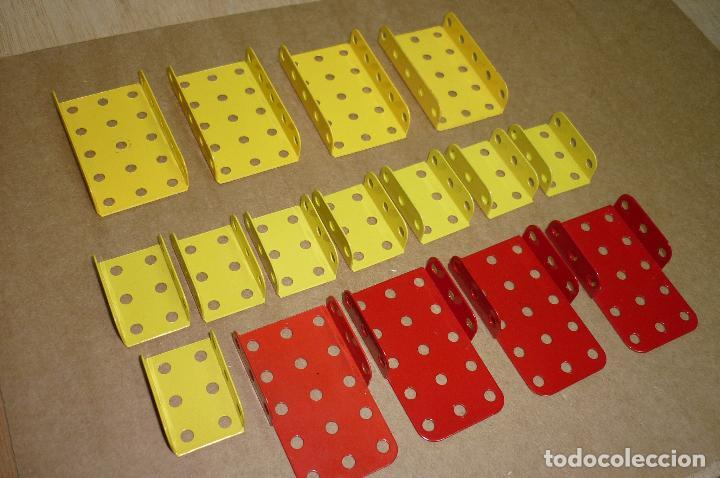 Juegos construcción - Meccano: Meccano parte nº 51a-e-f. Lote 16 piezas placas dobladas diversas.. - Foto 2 - 122128355