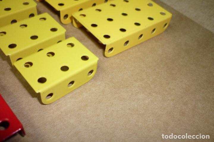 Juegos construcción - Meccano: Meccano parte nº 51a-e-f. Lote 16 piezas placas dobladas diversas.. - Foto 3 - 122128355