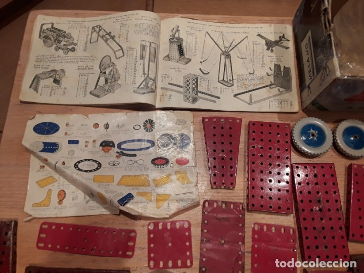 Juegos construcción - Meccano: Meccano lote piezas , instrucciones etc, antiguo. - Foto 2 - 145683110