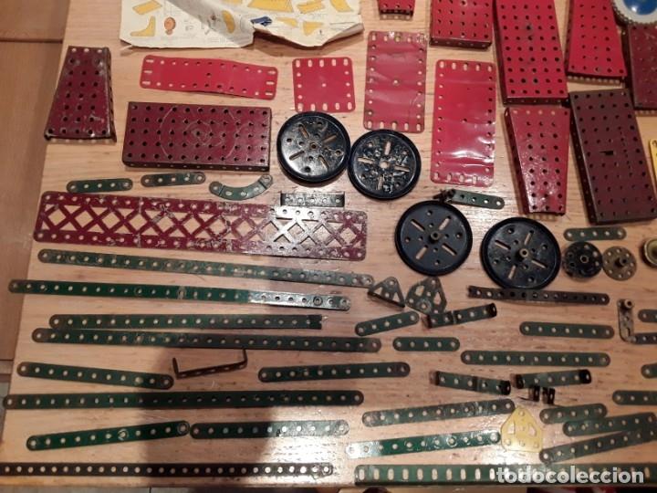 Juegos construcción - Meccano: Meccano lote piezas , instrucciones etc, antiguo. - Foto 7 - 145683110