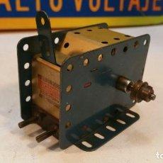 Juegos construcción - Meccano: MOTOR ELECTRICO MECCANO 115/120 V MOTOR CON DOS SENTIDOS DE MARCHA - MECCANO PARIS. Lote 147538474