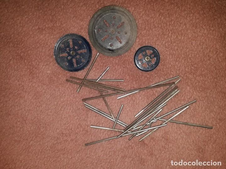 Juegos construcción - Meccano: Caja de meccano con piezas restauradas y sin restaurar por falta de tiempo, es el de las fotos - Foto 7 - 190832796