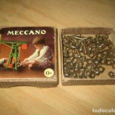 Juegos construcción - Meccano: ANTIGUA CAJA MECCANO 0A CON PIEZAS. Lote 194400685
