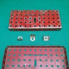 Juegos construcción - Meccano: ANTIGUO MECANO - DOS PIEZAS BASE, DOS ANGULOS Y UNA U. Lote 200507550
