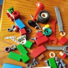 Juegos construcción - Meccano: MECCANO, GRAN LOTE DE PIEZAS DE CONSTRUCCION DE MADERA, METAL Y PLASTICO DE MECCANO Y OTRAS MARCAS. Lote 265324549