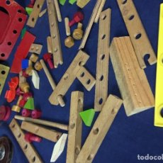 Juegos construcción - Tente: ANTIGUO JUEGO DE CONSTRUCCION 72 PIEZAS MADERA CAJA TORNILLOS TUERCAS RUEDAS POLEA. Lote 131493898