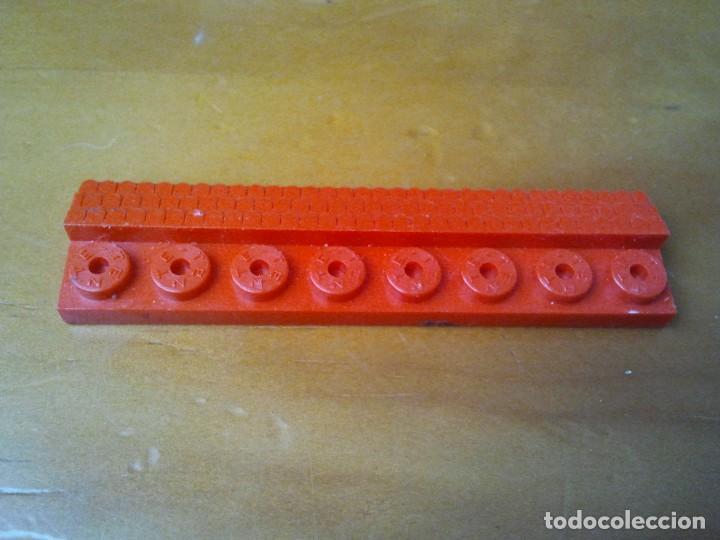 Juegos construcción - Tente: Teja larga TENTE en color rojo. 8 x 2 pines. - Foto 2 - 223286458