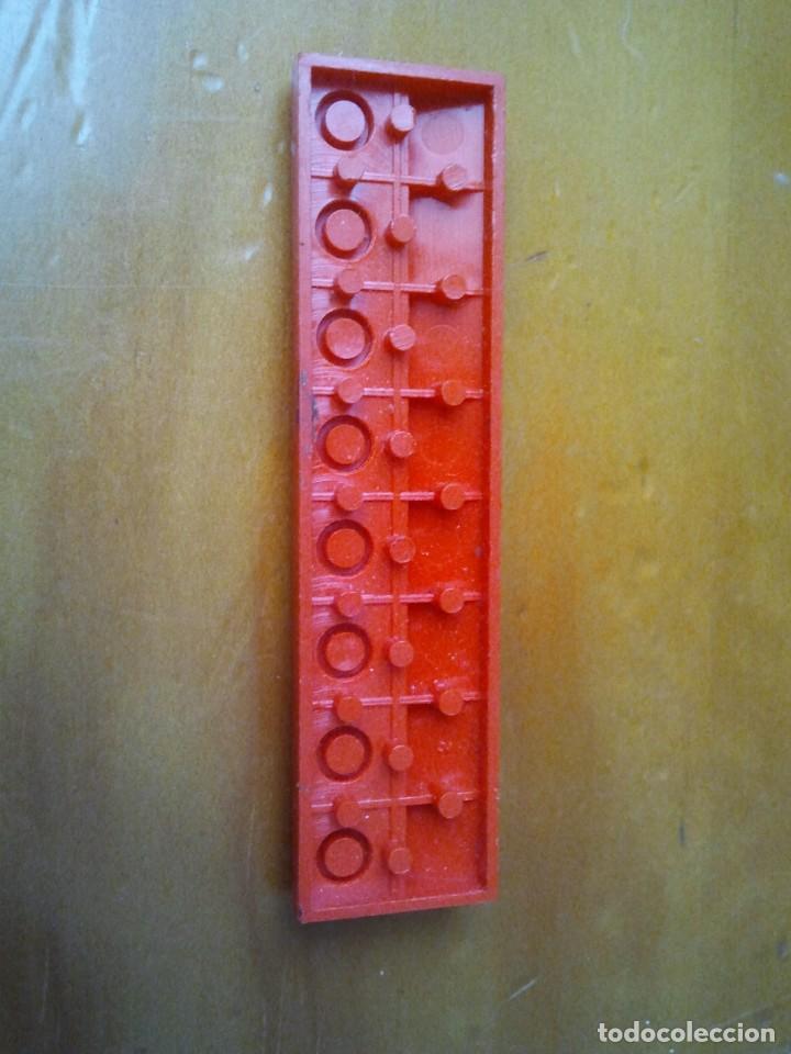 Juegos construcción - Tente: Teja larga TENTE en color rojo. 8 x 2 pines. - Foto 3 - 223286458