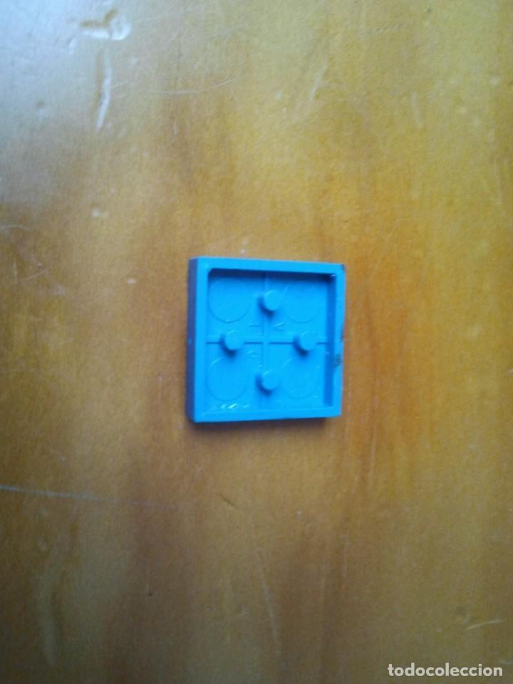 Juegos construcción - Tente: Pieza serigrafiada con flecha de dirección. Color azul con serigrafía en blanco. Pines 2 x 2. - Foto 2 - 223604736