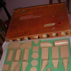 Juegos educativos: ANTIGUA CAJA CUERPOS GEOMETRICOS CON TODO TIPO DE FIGURAS POLIEDRICAS DE COLEGIO. Lote 215583440