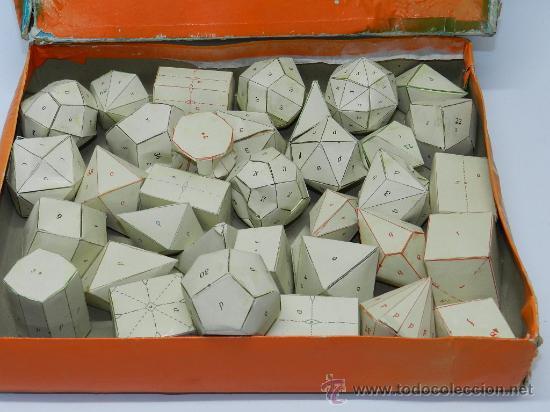 CAJA CON 36 FIGURAS GEOMETRICAS DE CARTULINA. AÑOS 50. UTILIZADO EN COLEGIO Y ESCUELAS PARA EL APREN (Juguetes - Juegos - Educativos)