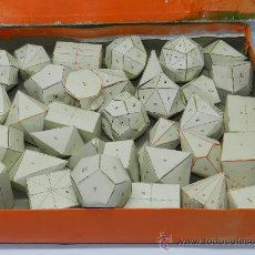Juegos educativos: CAJA CON 36 FIGURAS GEOMETRICAS DE CARTULINA. AÑOS 50. UTILIZADO EN COLEGIO Y ESCUELAS PARA EL APREN. Lote 37597202