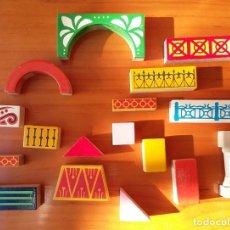 Juegos educativos: PIEZAS DE JUEGO DE CONSTRUCCION DE MADERA AÑOS 80. Lote 103087255