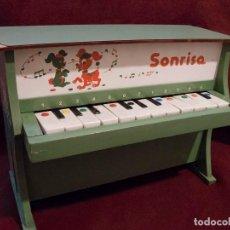 Juegos educativos: PIANO INFANTIL DE MADERA. AÑOS 60-70. Lote 117036431