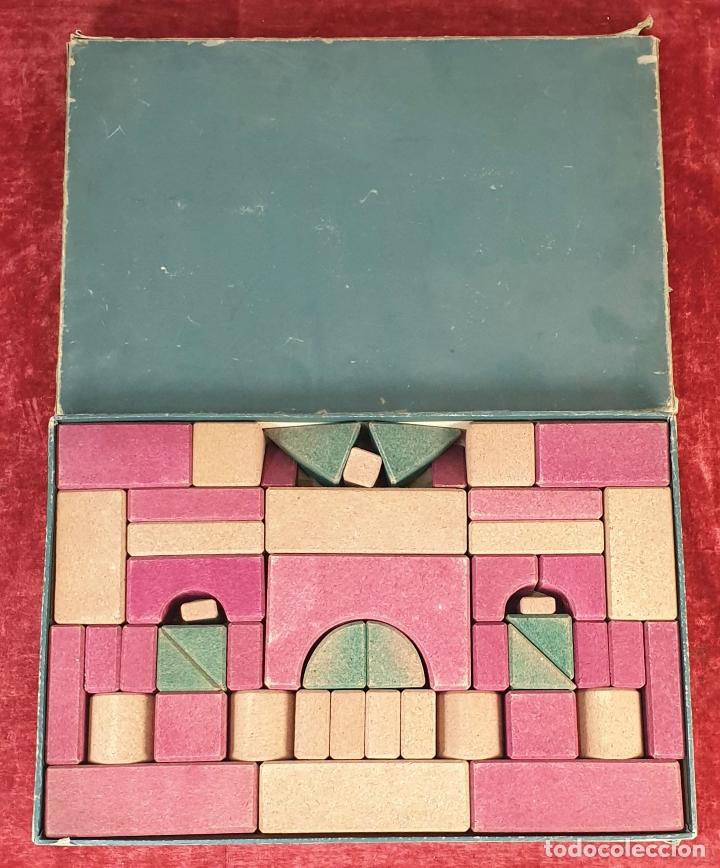 JUEGO DE CONSTRUCCIÓN. PIEZAS DE CORCHO. JUEGO COMPLETO. CIRCA 1930. (Juguetes - Juegos - Educativos)