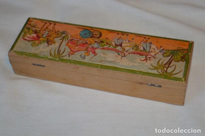 Juegos educativos: Antiguo plumier, tipo cajita de madera, preciosa imagen infantil, años 50/60 ¡Mira fotos y detalles! - Foto 2 - 178665353
