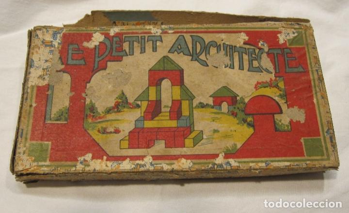ANTIGUO JUEGO DE CONSTRUCCIÓN. LE PETIT ARCHITECTE. MADERA PINTADA. CAJA 2 X 19 X 10 CM (Juguetes - Juegos - Educativos)