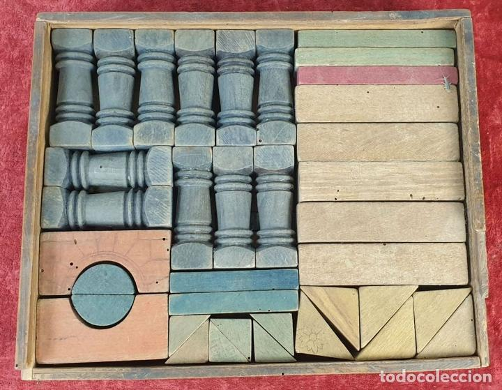 Juegos educativos: JUEGO DE ARQUITECTURA. PIEZAS COMPLETAS. MADERA. CAJA ORIGINAL. SIGLO XX. - Foto 3 - 184594393