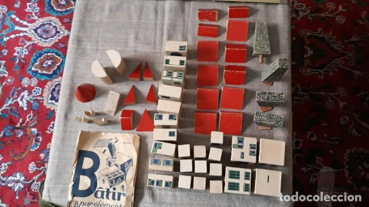 ANTIGUO JUEGO DE ARQUITECTURA GEOMETRICA EN MADERA AÑOS 50. BATIR PAR ELEMENTS GEOMETRIQUES (Juguetes - Juegos - Educativos)
