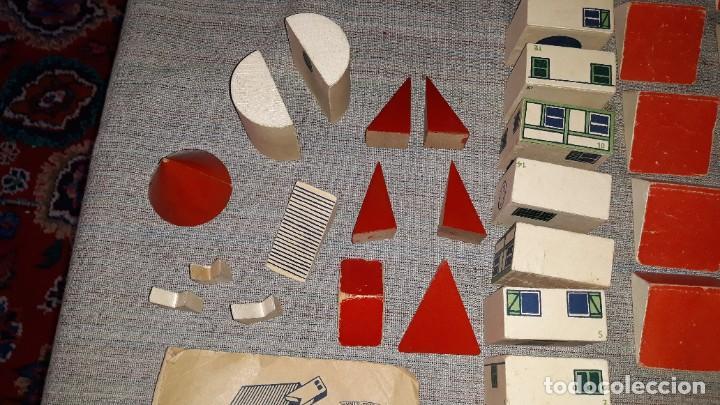 Juegos educativos: antiguo juego de arquitectura geometrica en madera años 50. batir par elements geometriques - Foto 9 - 194693818