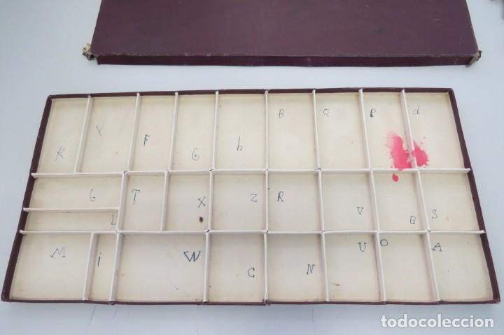 Juegos educativos: ANTIGUA CAJA CON 102 LETRAS DE MADERA - Foto 12 - 206123220