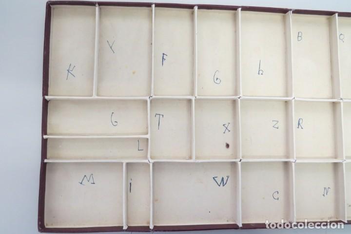 Juegos educativos: ANTIGUA CAJA CON 102 LETRAS DE MADERA - Foto 13 - 206123220