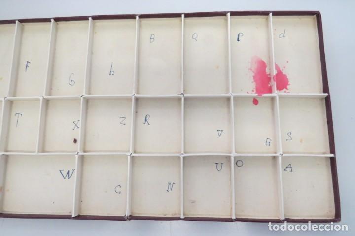 Juegos educativos: ANTIGUA CAJA CON 102 LETRAS DE MADERA - Foto 14 - 206123220