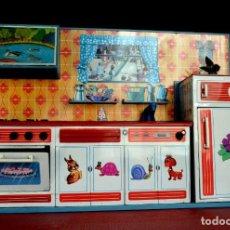 Juegos educativos: COCINA DE JUGUETE SUPER VINTAGE AÑOS 60-70 MARCA RICO CON CACHARRITOS. Lote 230851125