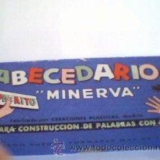 Juegos de mesa: JUEGO ABECEDARIO MINERVA CON TABLILLA DE COLOCACIÓN. COMO NUEVO.. Lote 26660573