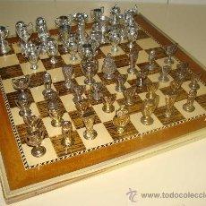 Juegos de mesa: LOTE AJEDREZ DEL REAL MADRID CLUB FÚTBOL + COLECCIÓN 21 COPAS Y TROFEOS MADRIDISTAS. AÑOS 90.. Lote 25549469