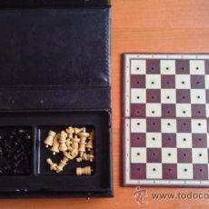 Juegos de mesa: ESTUCHE DE AJEDREZ CON TABLERO CON AGUJEROS PARA CLAVAR LAS PIEZAS - ARTÍCULO DE LOS AÑOS 80. Lote 26280478