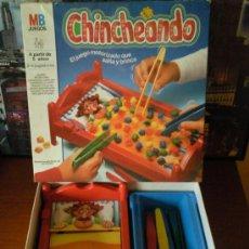 Juegos de mesa: MB CHINCHEANDO JUEGO DE 1985 VINTAGE ORIGINAL. Lote 137975957