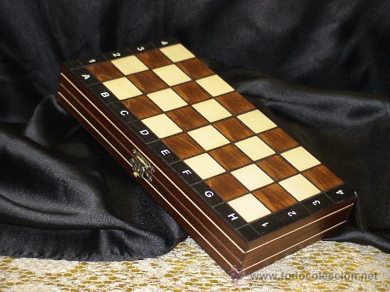 Tablero plegable y piezas de ajedrez de madera comprar for Mesas tableros plegables