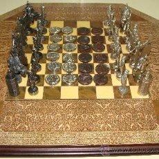 Juegos de mesa: JUEGO DE AJEDREZ + DAMAS DE SEVILLA. MONUMENTOS Y PERSONALES SEVILLANOS. CON TABLERO.. Lote 30310307