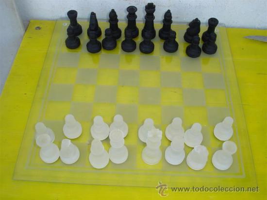 JUEGO DE AJEDREZ DE CRISTAL (Juguetes - Juegos - Juegos de Mesa)