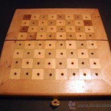 Juegos de mesa: CAJA TABLERO DE AJEDREZ Y DAMAS DE VIAJE * MADERA. Lote 33251801
