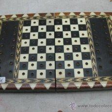 Juegos de mesa: PRECIOSA CAJA CON TABLERO DE AJEDREZ Y PIEZAS. Lote 34098489