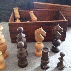 Juegos de mesa: ANTIGUA CAJA AJEDREZ COMPLETA CON FICHAS DE MADERA DE BOJ. Lote 34376794