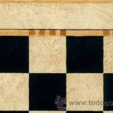 Juegos de mesa: TABLERO DE AJEDREZ DE MADERA POLICROMADO NEGRO MARFIL TPOL-40N ENVEJECIDO 40X400X15 MM.. Lote 40827705