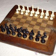 Juegos de mesa: ANTIGUO TABLERO DE AJEDREZ DE VIAJE. Lote 143319273