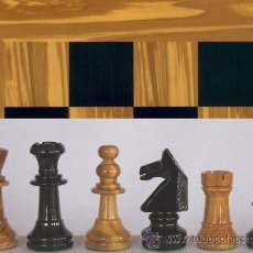 Juegos de mesa: CONJUNTO DE AJEDREZ DE MADERA INGLÉS OLIVO J-30. PIEZAS FIO-5 Y TABLERO TOL-43E OLIVO/NEGRO. Lote 37836286