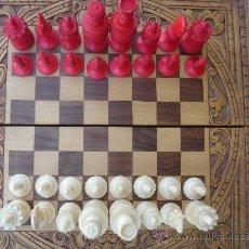 Juegos de mesa: AJEDREZ DE HUESO ANTIGUO -S. XIX-, CON CAJA DE MARQUETERÍA. DIM.-38,2X38,2 CMS.. Lote 37884690